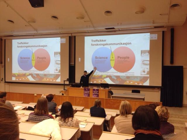Her er jeg i manesjen, - med Powerpoint(!), på NTNU i Trondheim.