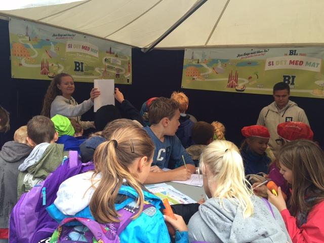 Jeg gleder meg som en unge til å gå på forskningstorg. Bilde fra BIs telt på Forskningstorget i Oslo 2015: Si det med mat!.
